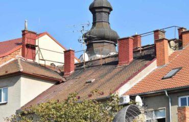 Jarní kontrola a nutné opravy střechy přinesou klid na další zimu